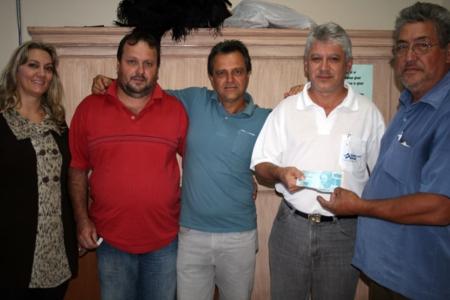 APAE recebe doações dos promotores do 16º Campeonato de Pesca à Corvina